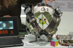 Robotas Rubiko kubą išsprendė per vos daugiau nei pusę sekundės