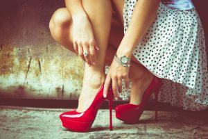 Sveikų pėdų priešas – aukštakulniai smailianosiai