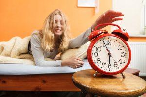 5 gudrybės, padedančios greičiau išsiristi iš lovos