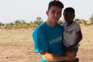 D. Montvydas Malavyje vaikus moko triukų ir pavydi jiems košės