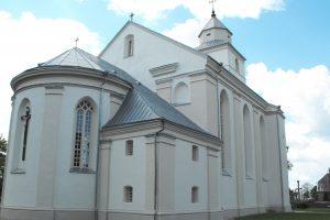 Baigta Veliuonos Vytautinės bažnyčios pamatų ir fasadų tvarkyba