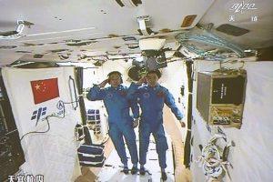 Kinijos astronautai pasiekė orbitinę kosminę laboratoriją