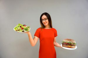 Šventinio persivalgymo išvengti padės teisingi valgymo įgūdžiai
