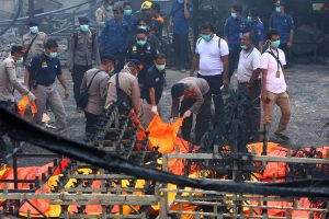 Per gaisrą Indonezijos fejerverkų fabrike žuvo mažiausiai 47 žmonės