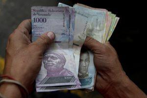 Krizės apimta Venesuela nusprendė kurti virtualią valiutą