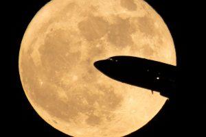 D. Trumpas paragino NASA pasiųsti amerikiečius į Mėnulį