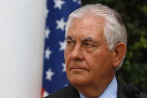 R. Tillersonas: Rusija ginkluoja, moko ir gausina separatistų pajėgas Ukrainoje