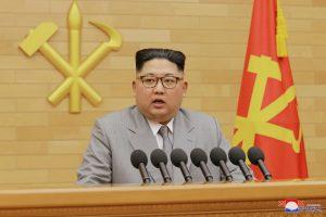 Nauji Kim Jong Uno drabužiai suintrigavo Šiaurės Korėjos stebėtojus