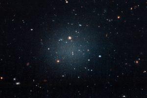 """Astronomus suglumino """"neįmanoma"""" galaktika be tamsiosios medžiagos"""