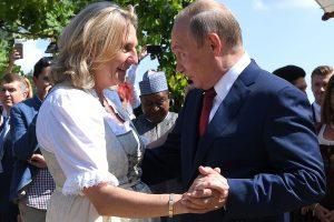 Austrijos užsienio reikalų ministrė žada išlaikyti draugiškus ryšius su Rusija