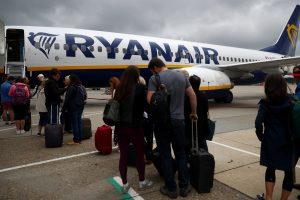 Seimo narys susirūpino naujomis skrydžių bendrovių bagažo taisyklėmis