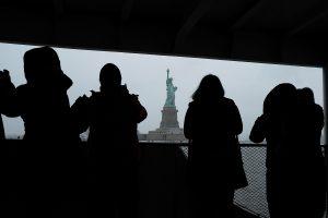 JAV panaikino draudimą atvykti pabėgėliams iš 11 šalių