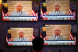 Malaizijos premjeras prieš rinkimus paleidžia parlamentą
