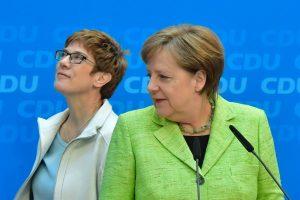 Įsirėžus į sunkvežimį sužeista garsi Vokietijos politikė
