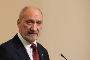 Gynybos ministras: Lenkijos institucijos tapo gausių kibernetinių atakų taikiniais