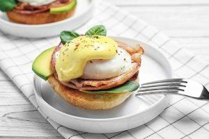 Kokia istorija slypi už gurmanų pamėgtų Benedikto kiaušinių? (receptas)