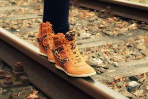 Kaip tinkamai prižiūrėti batus? (naudingi patarimai)