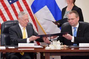 Švedija ir Suomija pasirašė gynybos susitarimą su JAV