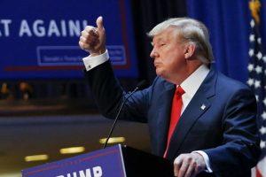 Sugrąžinus sankcijas, D. Trumpas įspėja neplėtoti verslo su Iranu