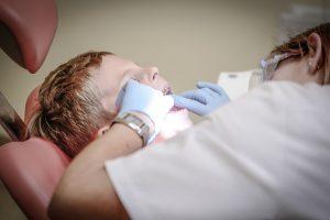 Negalią turintiems žmonėms – odontologijos paslaugos į namus