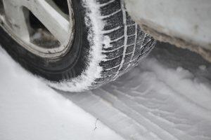 Rytų Lietuvoje eismo sąlygas sunkina snygis, dieną gali formuotis plikledis
