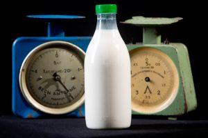 Naudingas ar žalingas sveikatai karvės pienas?