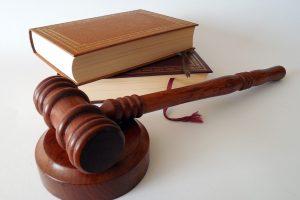 Paliktos galioti sugriežtintos bausmės Švėkšnos auklėtines išnaudojusiems vyrams