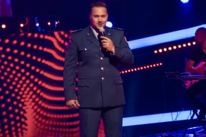 Išgirskite, kaip dainuoja policijos pareigūnas, I. Jankauskaitės prilygintas Dievui