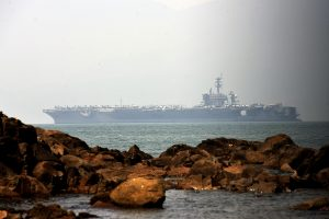 Istorinis vizitas: JAV lėktuvnešis atplaukė į Vietnamą