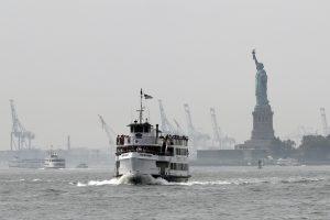 Prie Niujorko Laisvės statulos sprogus dujų balionams evakuota tūkstančiai žmonių
