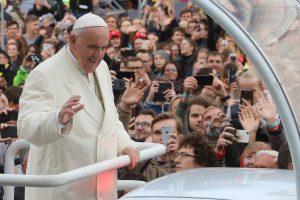 Vyskupai linki palaiminto advento: nėra nė vieno nereikalingo, nė vieno svetimo