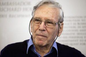 Mirė pripažintas Izraelio rašytojas A. Ozas
