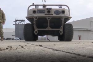 Robotai kariaus išvien su žmonėmis