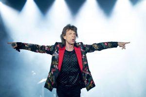 """""""Rolling Stones"""" gitaristas atsiprašė M. Jaggerio už raginimą sterilizuotis"""
