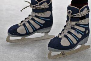 Orai keičia įpročius: vien pačiūžų bei ledo ritulio prekių pardavimai išaugo 12 kartų