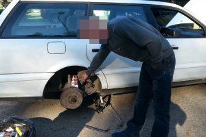 Baltarusio kūrybiškumas: kontrabandines cigaretes vežė degalų bake