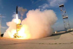Izraelis ir JAV išbandė naujas balistinių raketų gaudykles