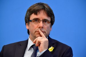 Nuverstas Katalonijos lyderis C. Puigdemont'as žada grįžti į Belgiją