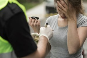 Klaipėdos rajone už vairo sučiupta sunkiai girta moteris