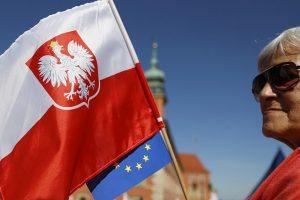 ES reikalaus Lenkijos atsakymų dėl teismų reformos