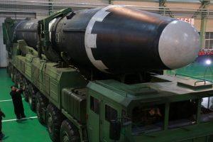JAV: Šiaurės Korėja tebegamina medžiagas, skirtas branduoliniams ginklams