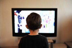 """Televizininkų įspėjimas: vaikai skęsta skaitmeninio """"šlamštmaisčio"""" liūne"""