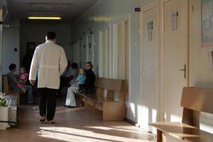 Tėvai raginami nelaukti rugsėjo: pas gydytojus prognozuojamos eilės