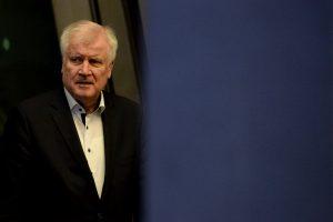 Vokietijos vidaus reikalų ministras siūlosi atsistatydinti
