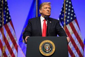 Čekoslovakijos specialiosios tarnybos keliolika metų šnipinėjo D. Trumpą