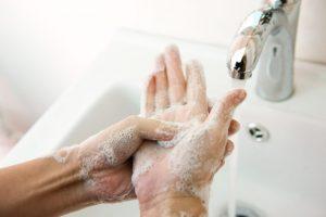 Rota virusą perneša neplautos rankos: kaip apsisaugoti?