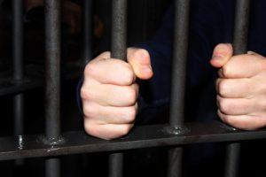 Kalėjimas iki gyvos galvos: Didžiojoje Britanijoje trys vyrai tyčia padegė parduotuvę