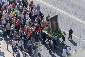 Eitynėmis Vilniuje baigia darbą Nacionalinis gailestingumo kongresas
