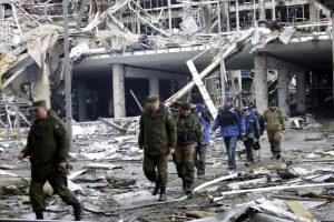 Rusija ragina atitraukti iš Rytų Ukrainos fronto zonos daugiau ginkluotės sistemų