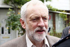 """Britanijos leiboristų lyderis atmeta partijos maištą dėl """"Brexit"""" strategijos"""